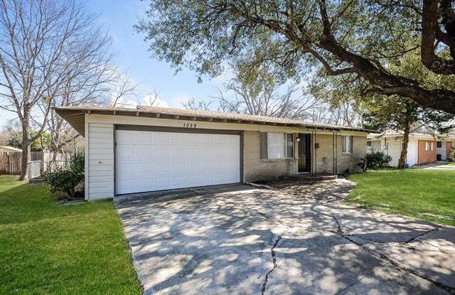 1029 Usher Street - 1029 Usher Street, Benbrook, TX 76126