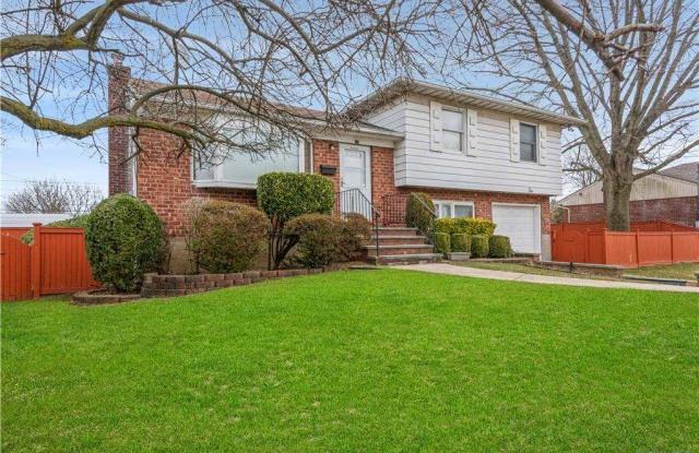 10 Jefferson Avenue - 10 Jefferson Avenue, Hicksville, NY 11801