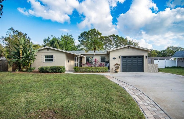 528 59TH WAY S - 528 59th Way South, St. Petersburg, FL 33707