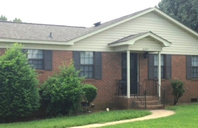 2247 Thornfield Rd - 2247 Thornfield Rd, Charlotte, NC 28217