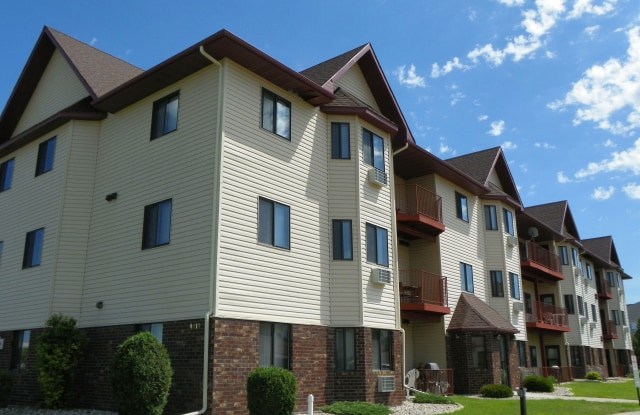 Somerset - 4910 15th Ave SW, Fargo, ND 58103