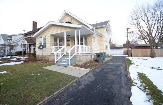 5261 Clement Ave - 5261 Clement Avenue, Maple Heights, OH 44137