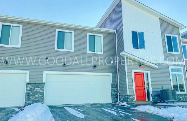 854 NE Phlox Ave - 854 Northeast Phlox Avenue, Waukee, IA 50263