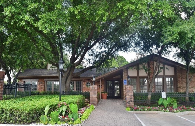 Trinity Mills Apartments - 2750 E Trinity Mills Rd, Carrollton, TX 75006
