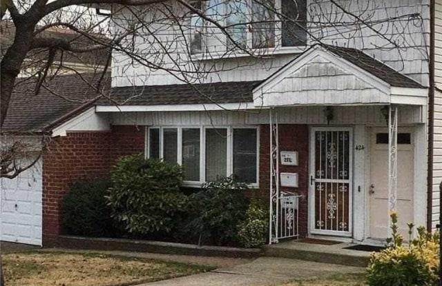 424 Roslyn Avenue - 424 Roslyn Avenue, Carle Place, NY 11514