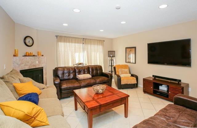 635 E Angeleno Avenue - 635 East Angeleno Avenue, Burbank, CA 91501