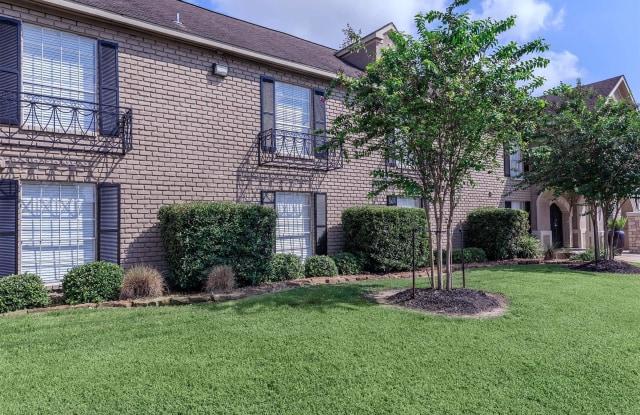 Residence at Garden Oaks - 500 W Crosstimbers St, Houston, TX 77018