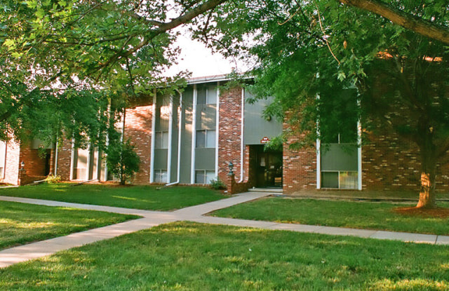 The Inverness Apartments - 8220 S 87th St, La Vista, NE 68128