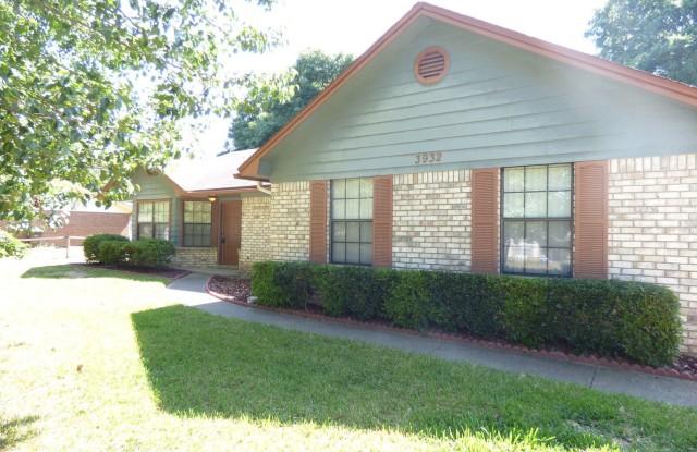 3932 Deerwood Cir - 3932 Deerwood Circle, Pace, FL 32571