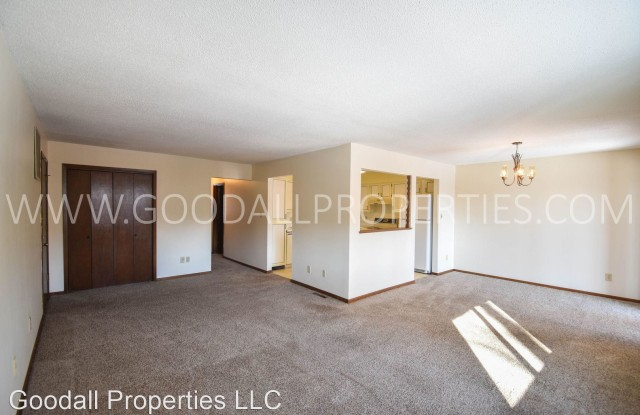 4765 Woodland Ave #4 - 4765 Woodland Ave, West Des Moines, IA 50266