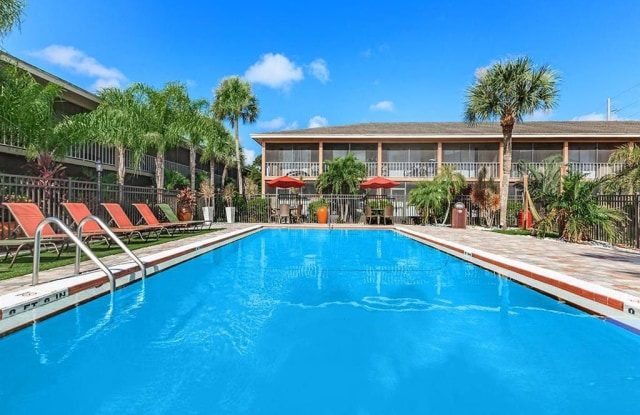 Carlyle Court Apartments - 5924 Curry Ford Rd, Orlando, FL 32822