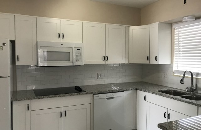 4632 1/2 Central Ave - 4632 1/2 Central Ave, St. Petersburg, FL 33711