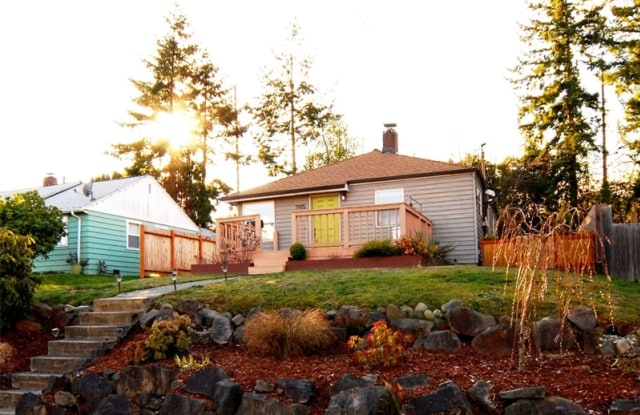 7915 18th Ave SW - 7915 18th Avenue Southwest, Seattle, WA 98106