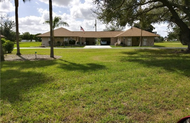 207 OAKLAWN CT - 207 Oaklawn Court, Lehigh Acres, FL 33936