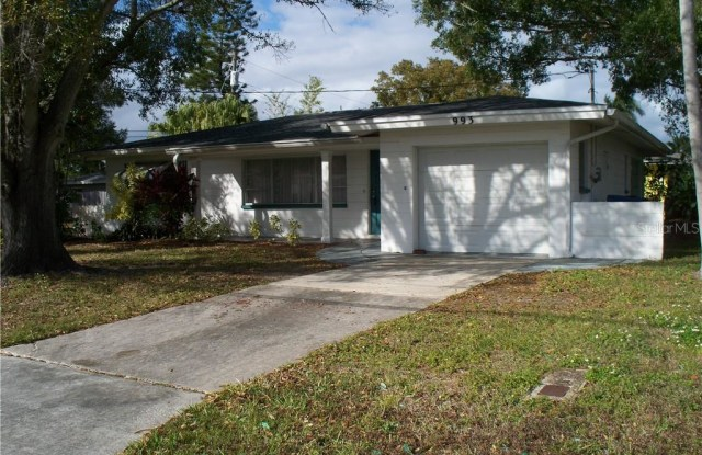 993 44TH AVENUE NE - 993 44th Avenue Northeast, St. Petersburg, FL 33703
