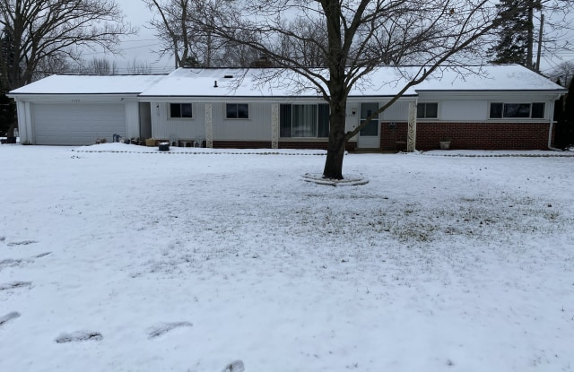 7329 N Briarcliff Knoll Dr - 7329 North Briarcliff Knoll Drive, Oakland County, MI 48322