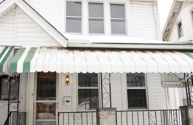 568 E CHESTNUT STREET - 568 East Chestnut Street, Coatesville, PA 19320