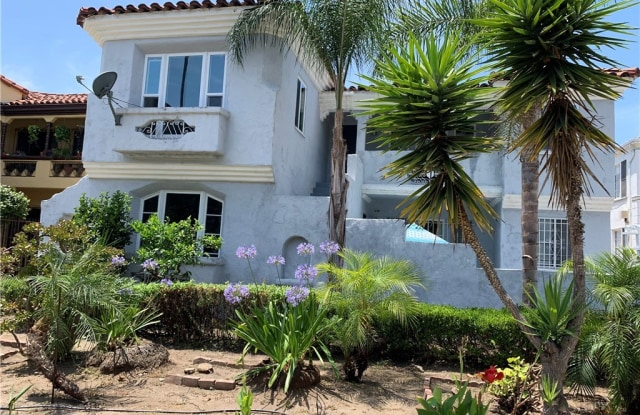 449 N Hayworth Avenue - 449 North Hayworth Avenue, Los Angeles, CA 90048