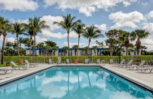 Avesta Costa del Lago - 2508 10th Ave N, Lake Worth, FL 33461