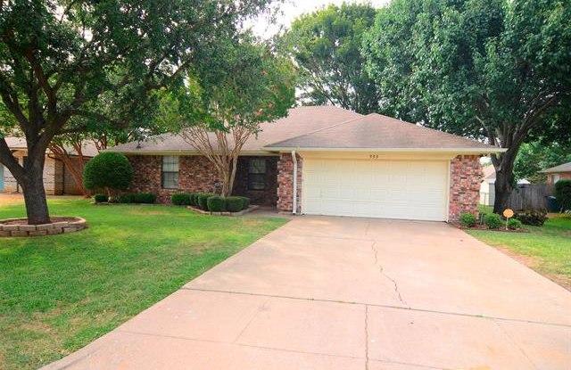 555 Meadowbrook Drive - 555 Meadowbrook Drive, Burleson, TX 76028