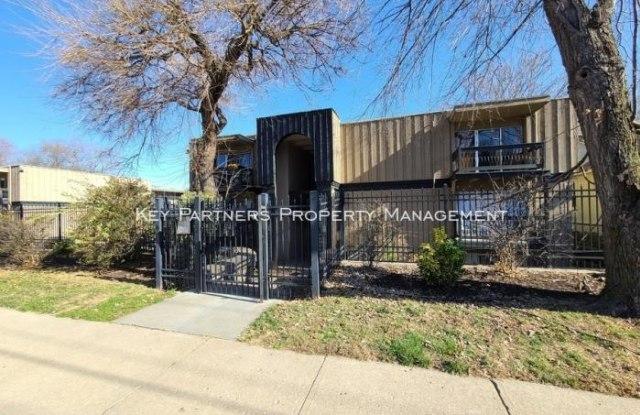 4157 Roanoke - 4157 Roanoke Road, Kansas City, MO 64111