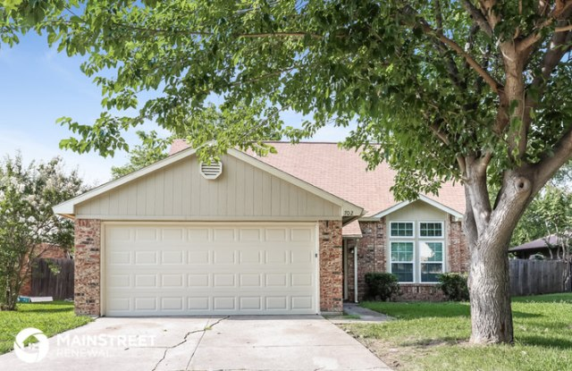 702 Southridge Court - 702 Southridge Court, Grand Prairie, TX 75052