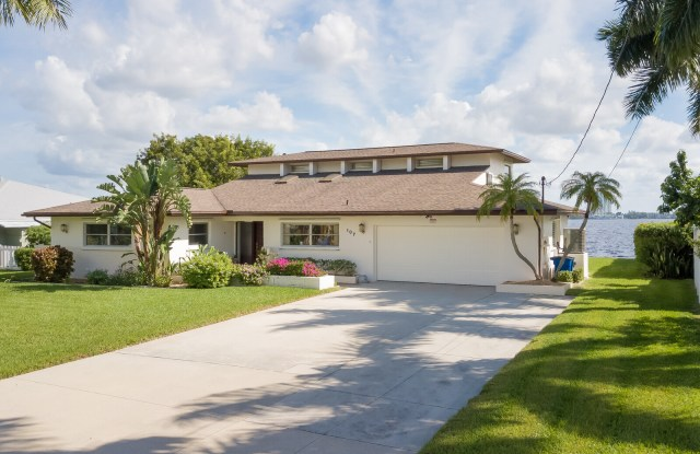 """""""107 East North Shore Avenue - 107 East North Shore Avenue, North Fort Myers, FL 33917"""""""