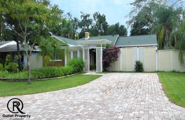1751 Aloma Ave - 1751 Aloma Avenue, Winter Park, FL 32789
