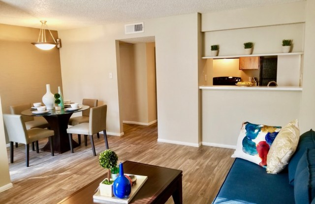 Oak Ridge Apartments - 11200 Perrin Beitel Rd, San Antonio, TX 78217