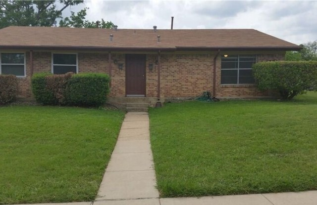 307 Cliff Dr. (Lease Only) - 307 Cliff Drive, Garland, TX 75042
