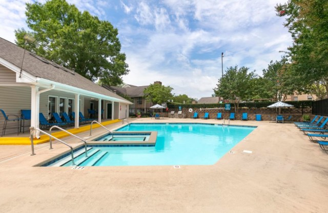 The Brook Apartment Homes - 9924 Oakbrook Dr, Charlotte, NC 28210