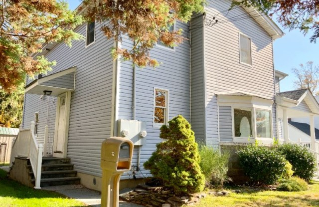 """""""22 Oldwood Rd S B - 22 Oldwood Road South, Manorhaven, NY 11050"""""""