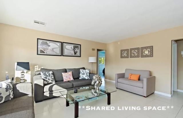 5498 Lindley Avenue - 5498 Lindley Avenue, Los Angeles, CA 91356