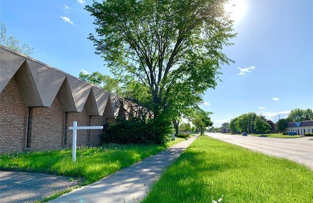 17333 10 MILE RD - 17333 West 10 Mile Road, Southfield, MI 48075