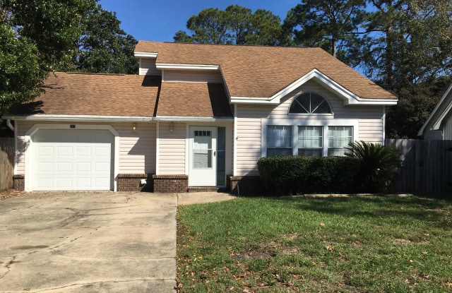 387 NW Canterbury Circle - 387 Canterbury Cir NW, Fort Walton Beach, FL 32548