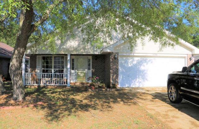1784 Ivalea Circle - 1784 Ivalea Circle, Navarre, FL 32566