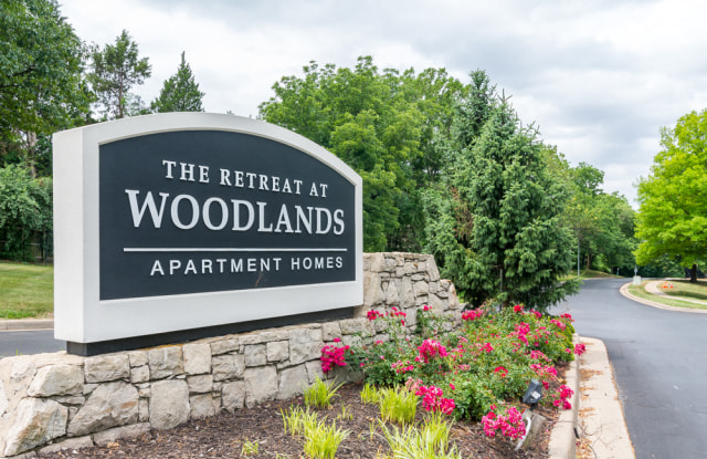 The Retreat at Woodlands Apartments - 510 E 101st St, Kansas City, MO 64197