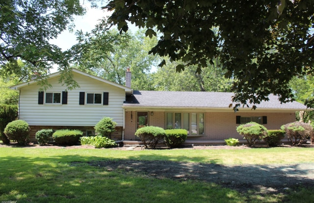 6325 Rochester Rd - 6325 Rochester Road, Troy, MI 48085