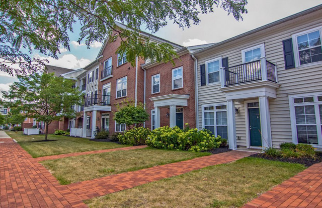 Chelsea Place Apartments - 4430 N Holland Sylvania Rd, Toledo, OH 43560