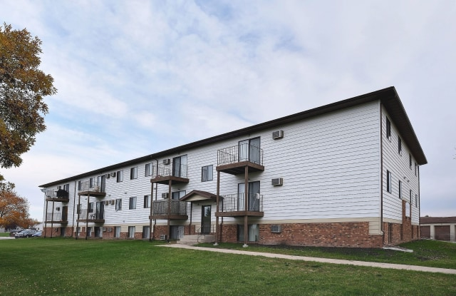 Southgate - 3315 17th St S, Fargo, ND 58104