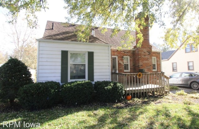 709 10th Street - 709 10th Street, West Des Moines, IA 50265