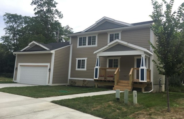 2 Maple Village - 2 Maple Village Ct, Ann Arbor, MI 48103