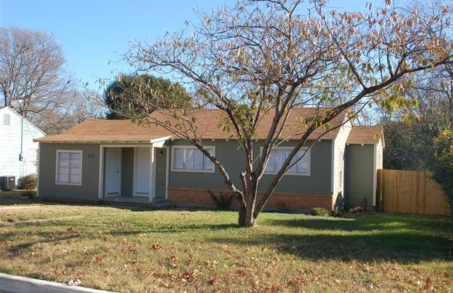 3813 Marks Place - 3813 Marks Place, Fort Worth, TX 76116