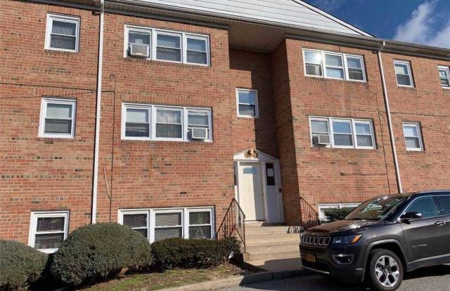 464 N Corona Avenue - 464 North Corona Avenue, Valley Stream, NY 11580
