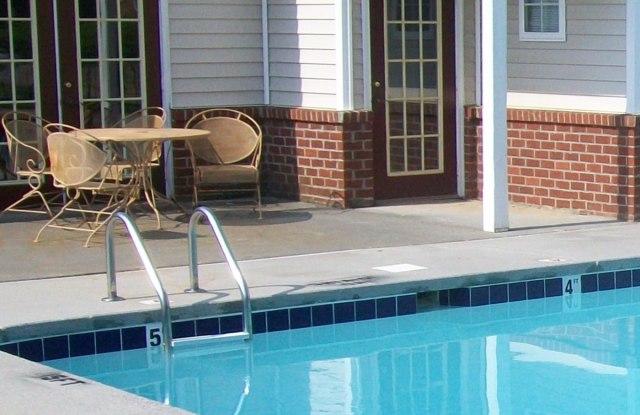 Griffith Commons Apartments - 300 Griffith Plaza Dr, Winston-Salem, NC 27103