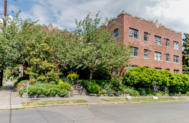Astor Court - 1450 E Republican St, Seattle, WA 98112