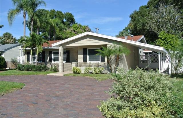 5009 W LONGFELLOW AVENUE - 5009 West Longfellow Avenue, Tampa, FL 33629