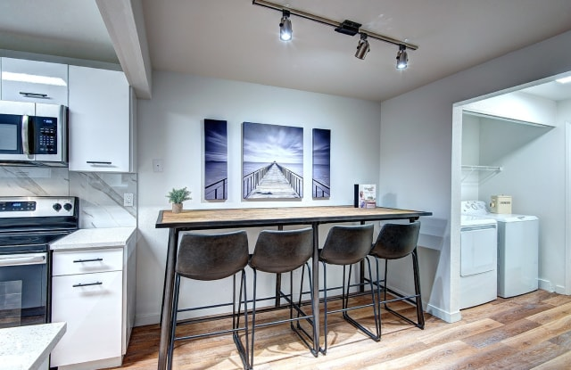 Woodlake Apartments - 11400 NE 132nd St, Kirkland, WA 98034