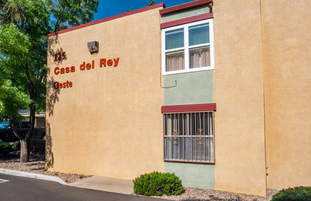 Casa Del Rey Oeste Apartments - 125 Cardenas Drive Northeast, Albuquerque, NM 87108
