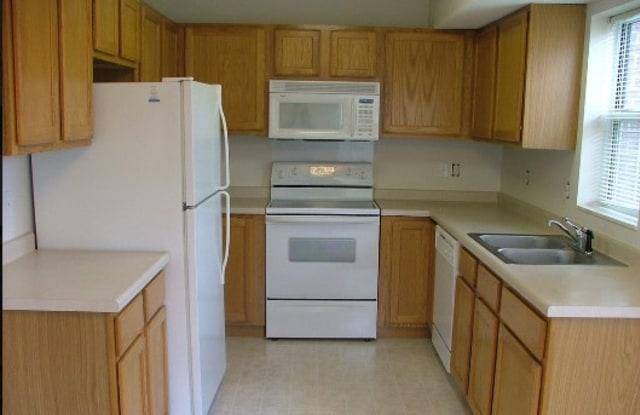 Sun Lake Woods - 1045 Yellow Brick Rd, Chaska, MN 55318